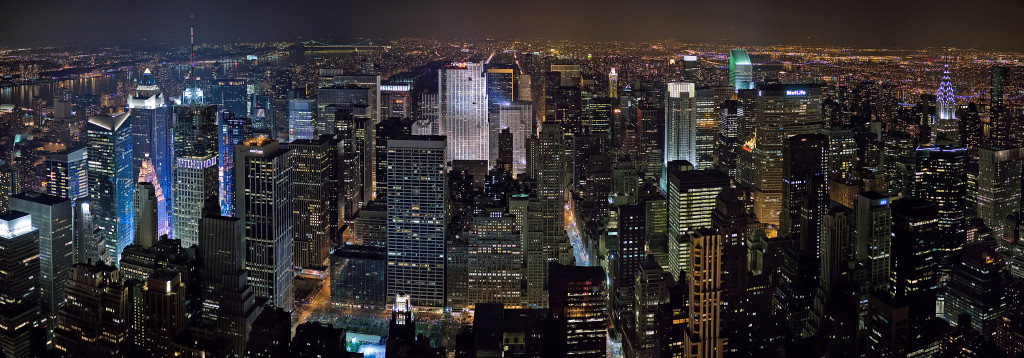 New_York_Midtown_Skyline_at_night_-_Jan_2006_edit1 (1)